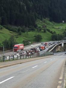 Stau in Wassen vor dem Gotthardprotal