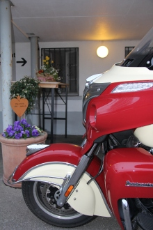 Indian Roadmaster / Eingang Restaurant Grossteil Giswil