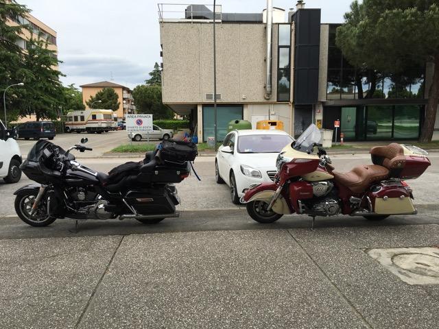 Harley Davidson Roadglide Ultra vs Indian Roadmaster