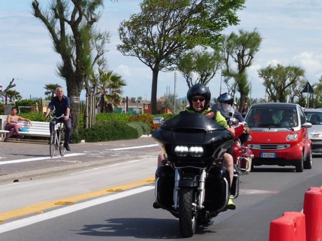Stephan & Andreas (Swizzlybiker) im Konvoi an der Reunion in Rimini