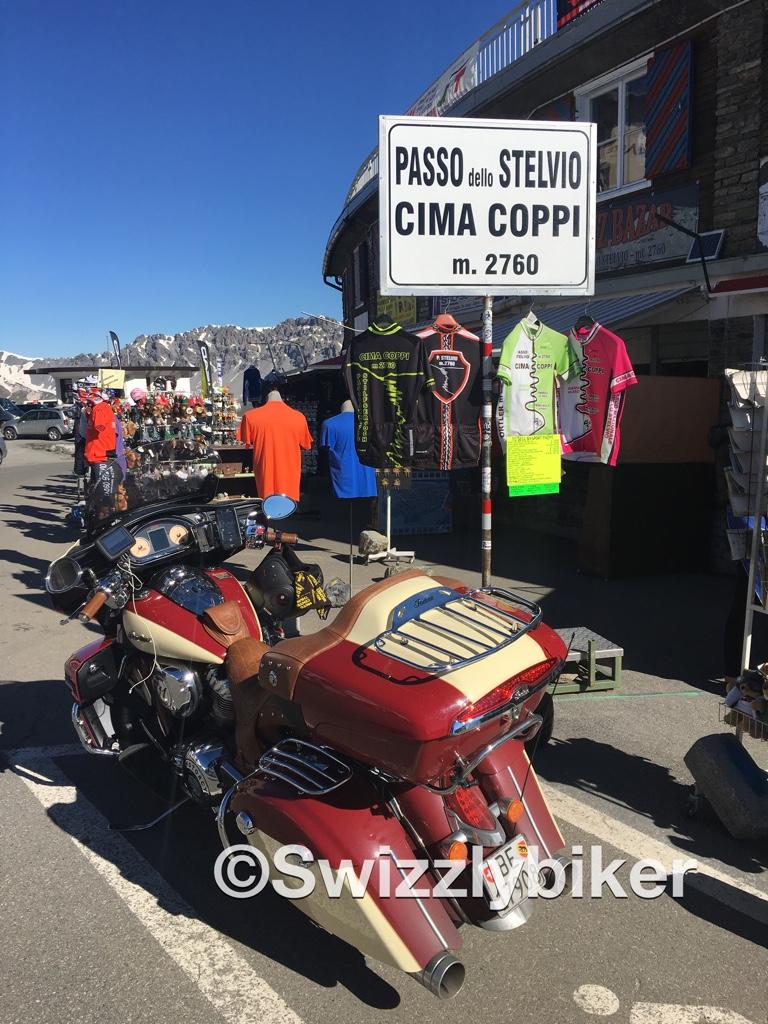 Swizzlybiker mit der Indian Roadmaster auf dem Stelviopass