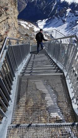 Die luftige Treppe runter auf der Skyline