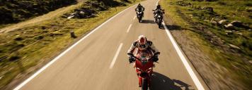motorrad_fahrer_linksverkehr_co_louis_motorradvertriebs_gmbh