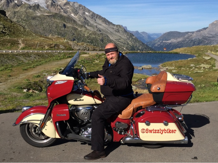 Swizzlybiker mit der Indian Roadmaster auf dem Sustenpass!