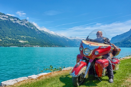 Swizzlybiker on his Indian in Boenigen at the lake of Brienz